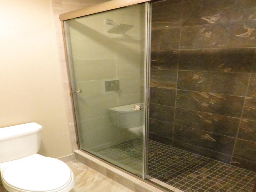 Picture of the shower area at the Edgewater Hotel Put-in-Bay