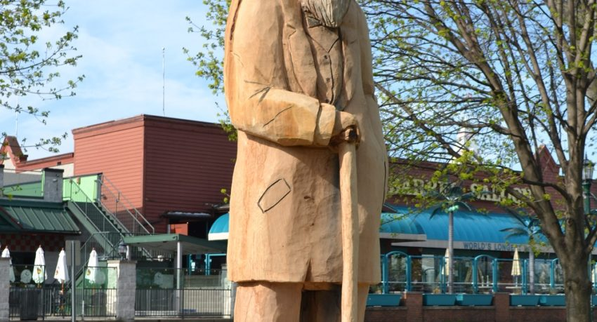 Picture of the Put-in-Bay Tree Carving
